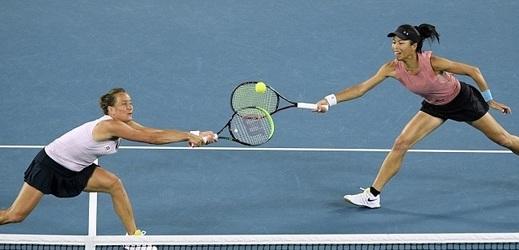 Tenistka Barbora Strýcová s tchajwanskou spoluhráčkou Sie Šu-wej porazily ve finále v Dubaji česko-čínský pár Barbora Krejčíková, Čeng Saj-saj.