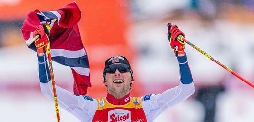Suverén sezony sdruženářů Nor Jarl Magnus Riiber vyhrál domácí závod Světového poháru v Trondheimu a slaví dvanáctou výhru v sezoně.