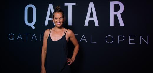 Česká tenistka Barbora Strýcová při fotografování se na turnaji v Dauhá.