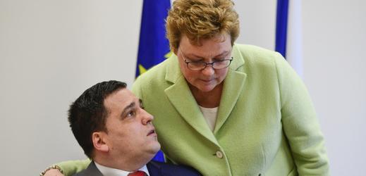 Europoslanec Tomáš Zdechovský a předsedkyně výboru pro rozpočtovou kontrolu Monika Hohlmeierová.
