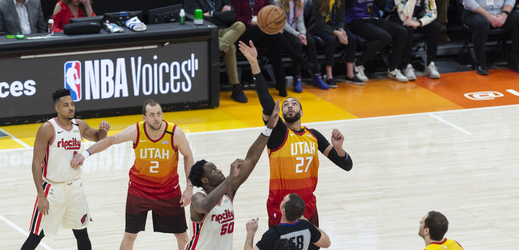 Utkání NBA mezi Utahem a Portlandem.