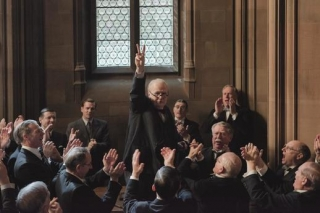 Za výkon v Nejtemnější hodině získal Oldman Oscara.