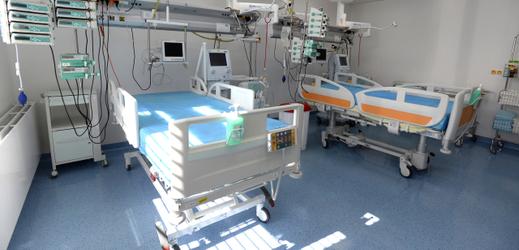 Fakultní nemocnice v Motole má nově k dispozici oddělení s 20 lůžky s plicní ventilací pro pacienty nakažené novým typem koronaviru v nejtěžším stavu.