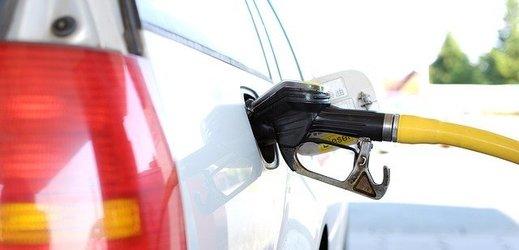 Benzin je v ČR nejlevnější za téměř čtyři roky, nafta za 2,5 roku