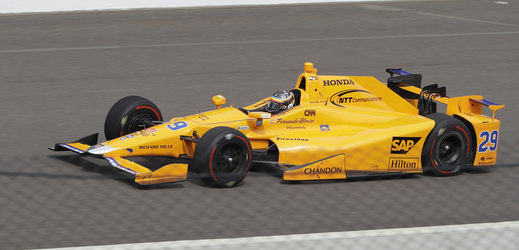 Fernando Alonso při závodě 500 mil v Indianapolis.