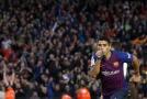 Fotbalista Suárez v Uruguayi rozdává potřebné balíčky