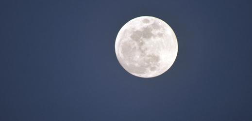V noci na středu bude na obloze k vidění nejjasnější úplněk roku