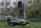 Odstranění sochy maršála Koněva.