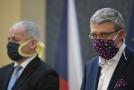Ministr průmyslu a obchodu Karel Havlíček (vpravo) a náměstek ministra zdravotnictví Roman Prymula.