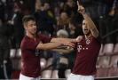 Fotbalisté Sparty se radují ze vstřeleného gólu.