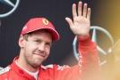 Řevnivost? Ale kdeže! Leclerc se sklání před Vettelem.