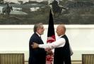 Afghánský prezident Ašraf Ghaní (vpravo) a Abdulláh Abdulláh na archivním snímku.