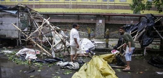 Následky cyklonu v Kalkatě.