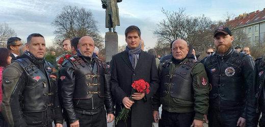 Ruský diplomat Končakov (uprostřed).