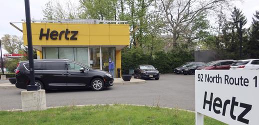 Půjčovna aut Hertz.