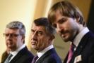 Premiér Andrej Babiš (uprostřed), ministr zdravotnictví Adam Vojtěch (vpravo) a ministr průmyslu Karel Havlíček..