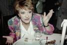 Navzdory tomu, že kouří prakticky od mládí, se herečka Jiřina Bohdalová dožila začátkem května devětaosmdesátých narozenin. Bez cigaret se jistě neobejde ani příští rok, kdy bude slavit úctyhodnou devadesátku! Je to totiž její oblíbená závislost.