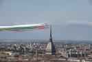 Letky nad Turínem u příležitosti oslav 74. výročí založení Italské republiky a jako vyjádření jednoty národa v koronavirové krizi.