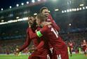 Fotbalisté Liverpoolu slaví vstřelený gól.