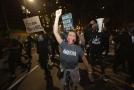 Protestující v New Yorku.