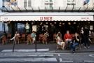 Jedna z pařížských kaváren.