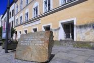 V Hitlerově rodném domě budou sídlit policisté. Nejdřív projde rekonstrukcí