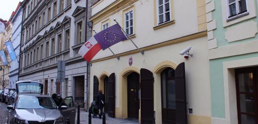 Budova polského velvyslanectví v Praze.