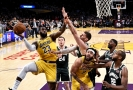 Utkání mezi Los Angeles Lakers a Milwaukee Bucks.