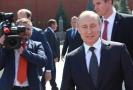 Ruský prezident Vladimir Putin (vpravo).