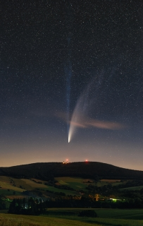 Dlouhé ohony komety Neowise od Petra Horálka.