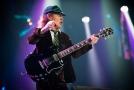 Angus Young na koncertě AC/DC.