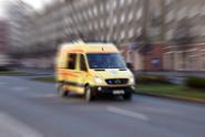 V Plzni se zřítil kus prázdného domu, prohledávají ho záchranáři