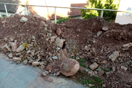 Při stavbě kanalizace byla objevena stará praková koule