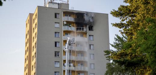 Panelový dům, ve kterém při požáru zahynulo 11 lidí.