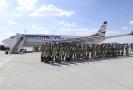 Členové speciálního týmu hasičů USAR cvičeného na vyprošťování lidí zavalených v troskách nastupují do letadla 5. srpna 2020 na Letišti Václava Havla v Praze, odkud odletěli do Bejrútu.