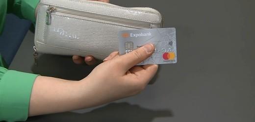 Polovina populace platí v zahraničí kartou.