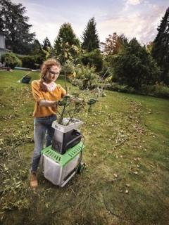 Na větve pomůže drtič odpadu.
