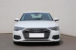 O pocit luxusu se postará zánovní Audi v perfektní kondici.