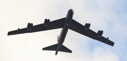 Nad Prahou v sobotu proletí ikonický bombardér i pětice stíhaček.