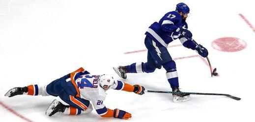 Hráči Tampy Bay a New York Islanders.