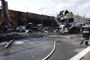 Na dálnici D1 se u Brna stala hromadná nehoda. Tři lidé zemřeli