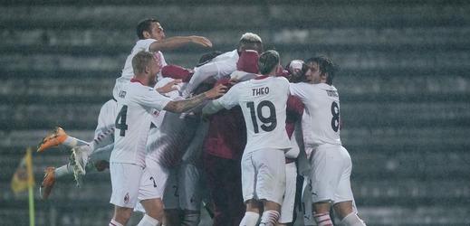 Slavící hráči AC Milán.