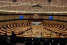 Europoslanci se shodli na přísnějším omezení emisí.