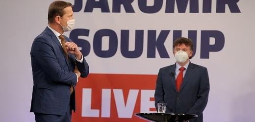 Moderátor pořadu Jaromír Soukup a prezident České lékařské komory Milan Kubek.