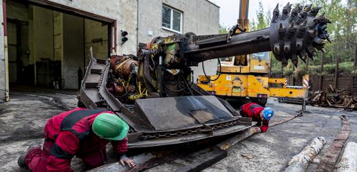 Z razicího stroje se stane muzejní kousek.