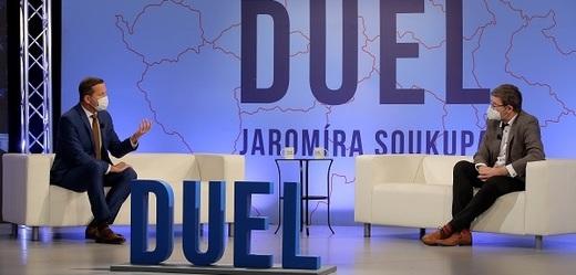 Moderátor Jaromír Soukup s europoslancem Jiřím Pospíšilem (TOP 09).