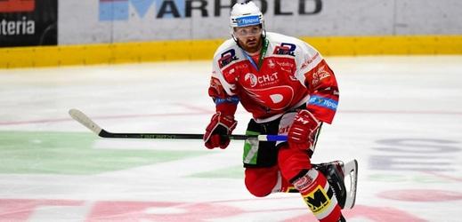 Hokejisté Pardubic míří do Polska (na snímku obránce Jakub Nakládal).
