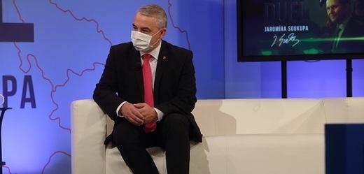 Moderátor pořadu Jaromír Soukup a předseda ČMKOS Josef Středula.