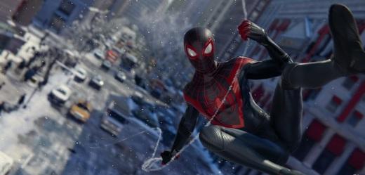 Herní aktuality: čeština pro Spidermana, Xbox o velikosti lednice a podvádění v Among Us