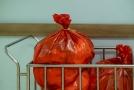 Nemocnice bojují s nárůstem infekčního odpadu, problém mají i spalovny.